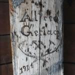 Altes Dachdeckerzeichen im Kirchturm